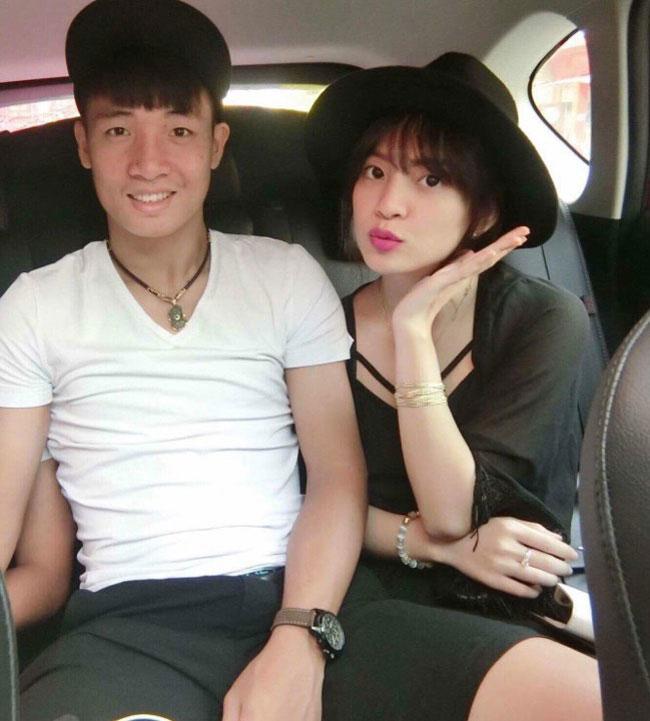 Nguyễn Phương Anh (sinh năm 1999) là con gái bố mẹ nuôi của trung vệ Bùi Tiến Dũng.