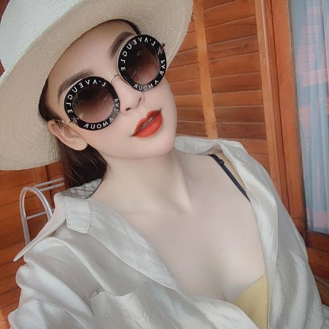 Bởi trước khi được biết đến là em gái trung vệ Bùi Tiến Dũng, Phương Anh đã gây chú ý bởi vẻ đẹp sắc sảo.