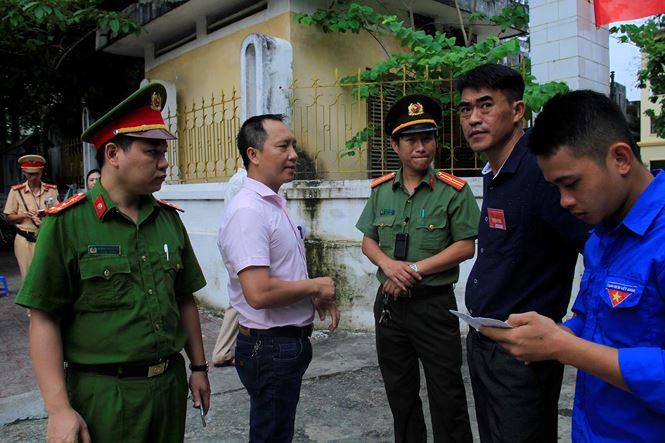 Hà Giang: Cảnh sát hú còi xe chuyên dụng hộ tống thí sinh ngủ muộn đến điểm thi - 1