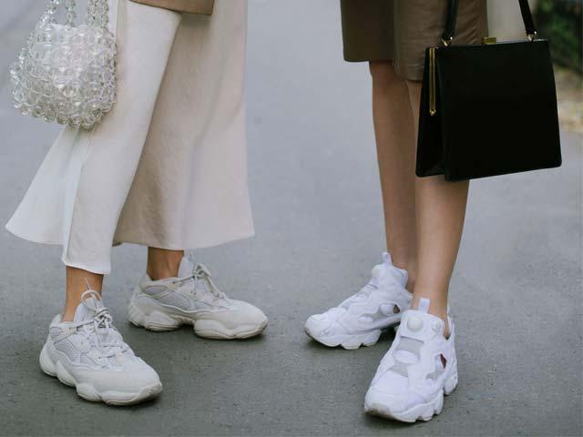 Giày sneaker trắng không làm ai lo lắng: Cách giặt rửa siêu nhanh tại nhà - 1