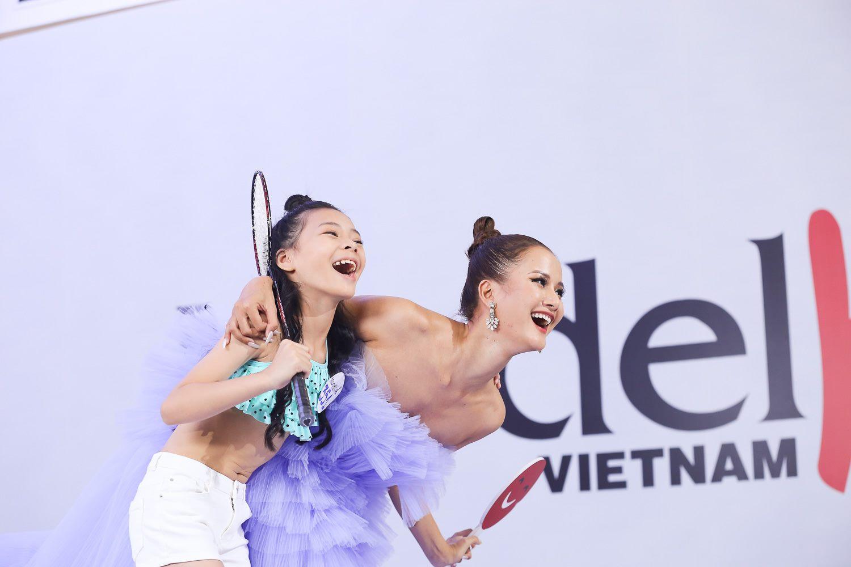 Chuyện người mẫu nhí Việt mặc đồ như người lớn: Phụ huynh, NTK nói gì? - 1
