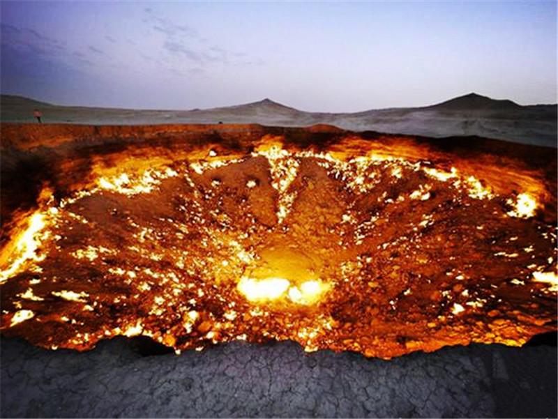 Bên trong cánh cổng địa ngục nơi ngọn lửa cháy suốt hàng chục năm - 1