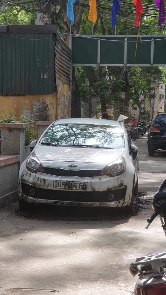 """Hà Nội: Sự thực thông tin """"xe ô tô bị đốt vì đỗ chắn lối đi ở Kim Liên"""" - 1"""