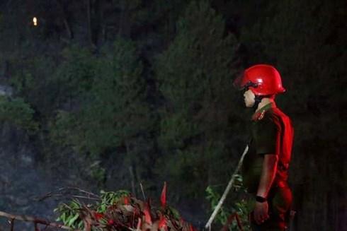 Phó giám đốc Công an đứng lặng sau nỗ lực chữa cháy rừng - 1