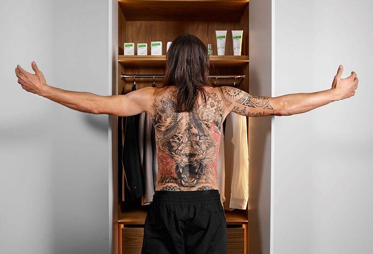 """""""Gã cuồng gym"""" CR7, Zlatan Ibrahimovic, Sanchez khoe body núi đá khi ở nhà - 1"""