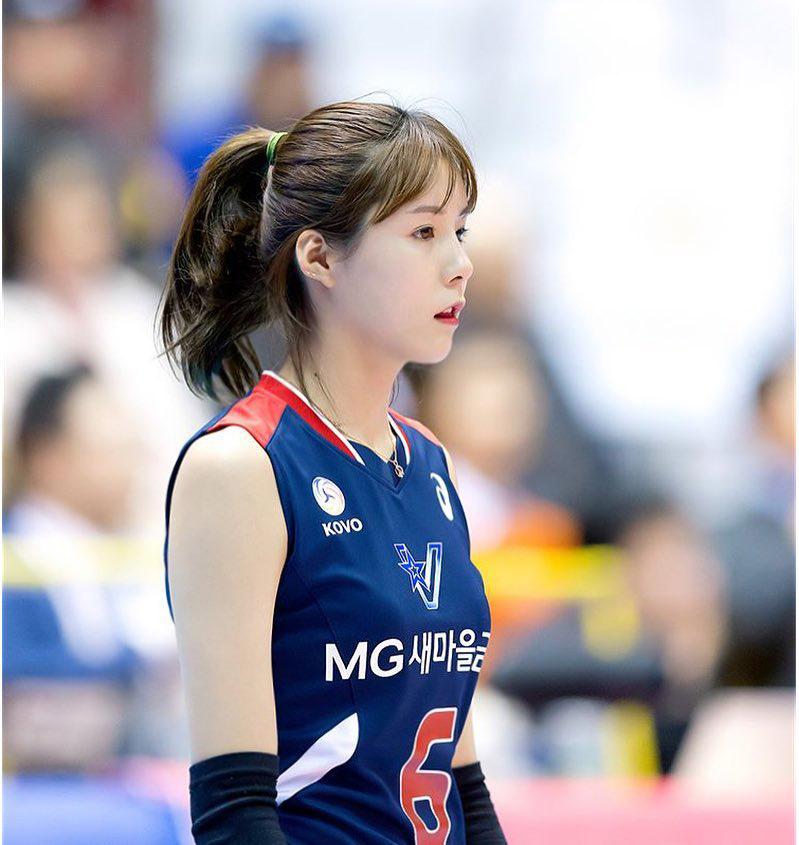 """Nữ thần bóng chuyền số 1 Hàn Quốc """"cà khịa"""" đối thủ, trêu cả trọng tài - 1"""