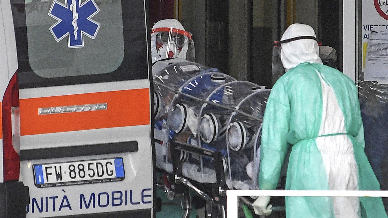 Điều đặc biệt khiến một bệnh viện Italia không có bác sĩ nào nhiễm Covid-19 - 1