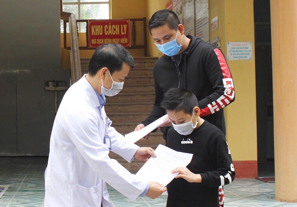 Bé trai 11 tuổi nhiễm Covid-19 được công bố khỏi bệnh - 1