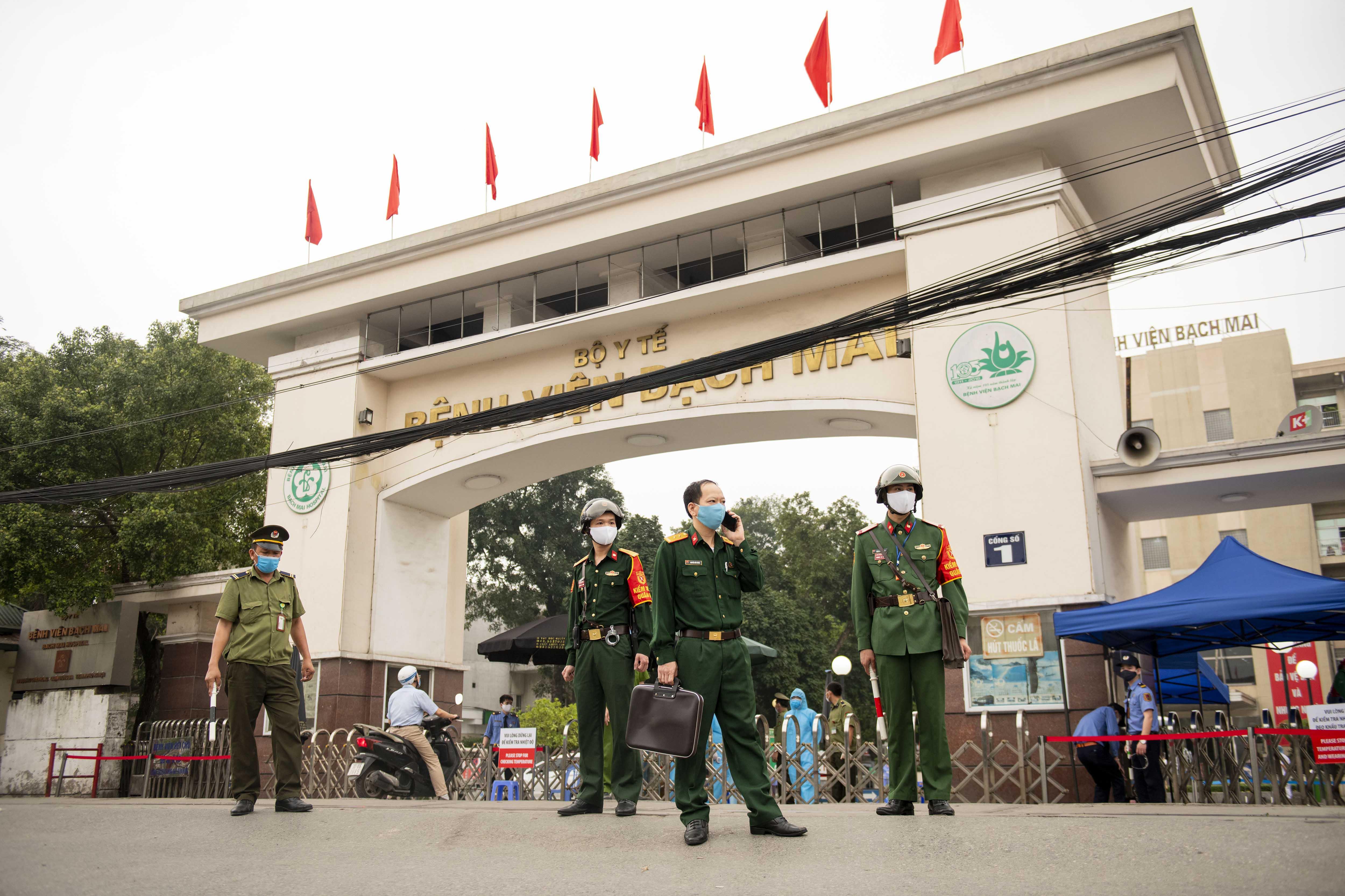 Phát hiện ca nhiễm Covid-19 liên quan đến BV Bạch Mai, Hưng Yên cách ly 1 thôn 28 ngày - 1