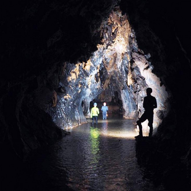Quảng Bình phát hiện 12 hang động mới kỳ vĩ, nguyên sơ và chưa từng có dấu chân người - 1