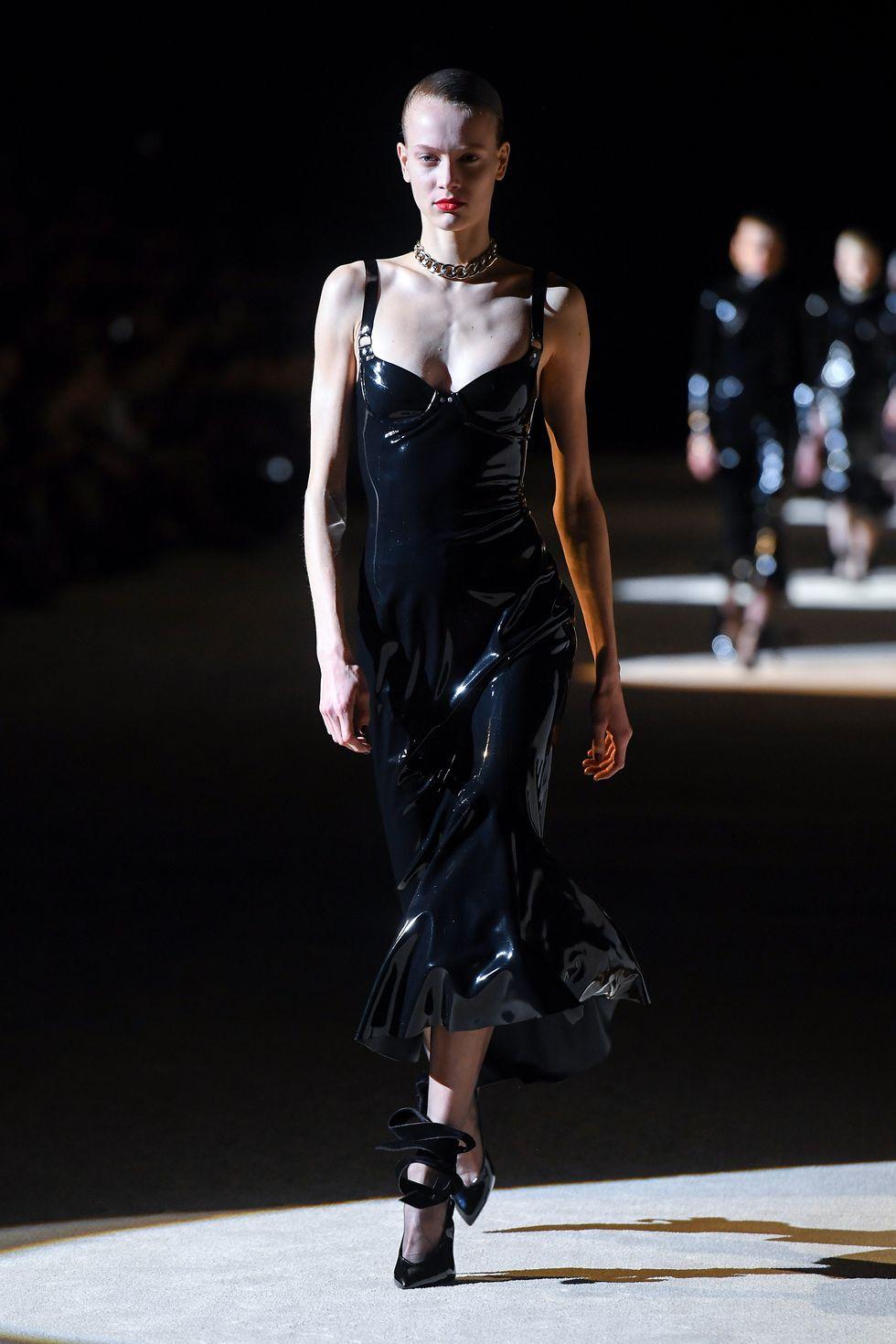 Da latex: Biểu tượng của nhục cảm trong thời trang - 1