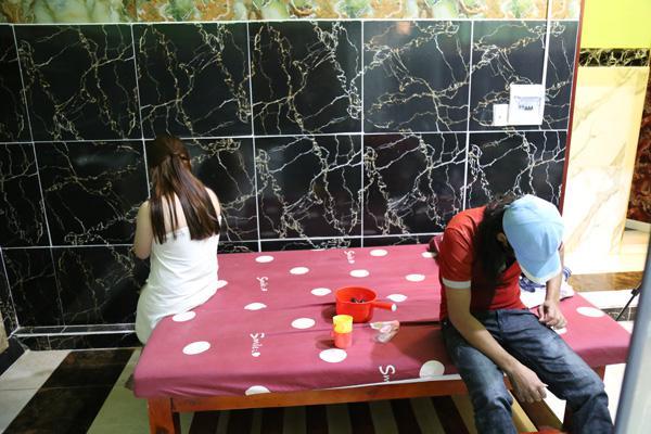 Cơ sở massage kích dục đón 20 khách mỗi ngày bất chấp dịch Covid-19 - 1