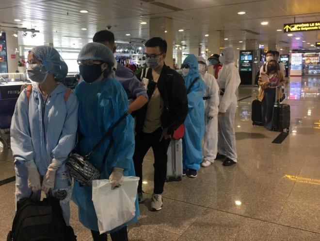TP.HCM xét nghiệm Covid-19 tất cả khách đến sân bay, nhà ga - 1