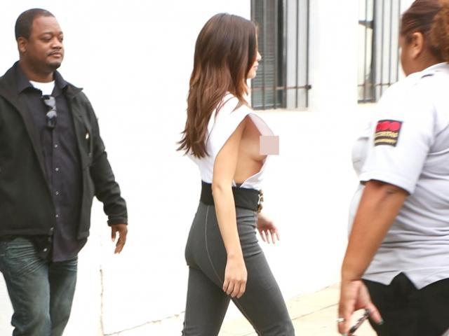 Selena Gomez chuộng mốt không nội y
