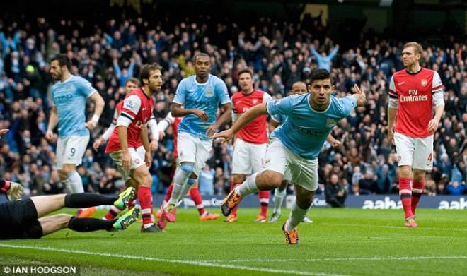 """Video highlight kinh điển: Man City - Arsenal rượt đuổi ở trận cầu """"điên"""" 9 bàn - 1"""