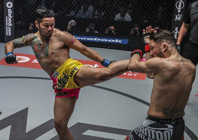 """""""Vua kickboxing"""" cãi nhau vì trọng tài xử thua dù bị đánh bầm dập - 1"""