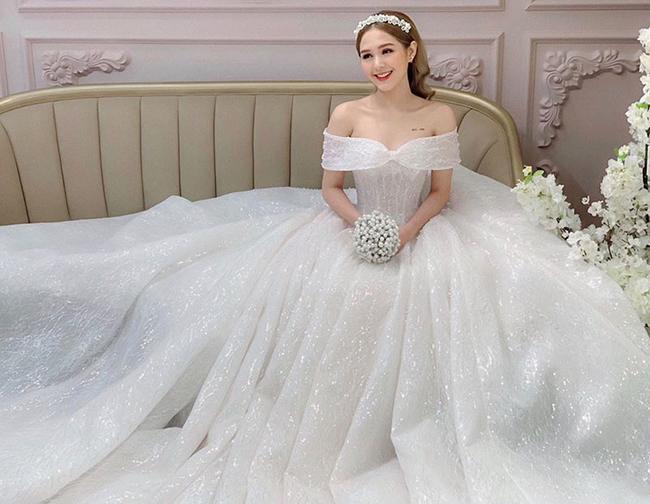 Vẻ đẹp trong veo của Trang Phạm khiến người nhìn khó rời mắt.