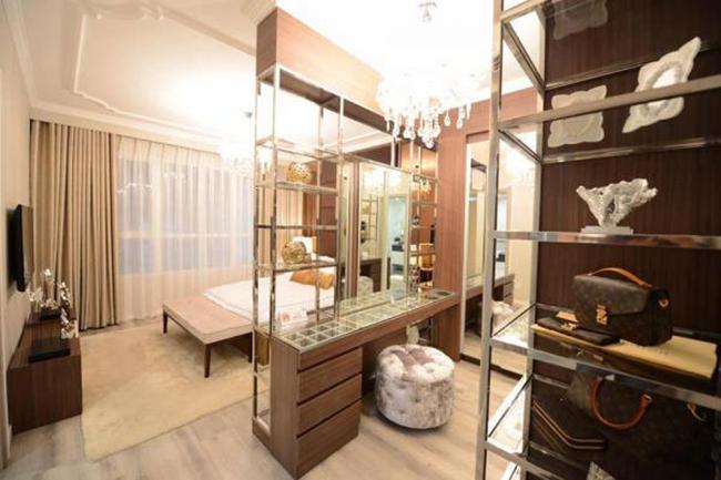 Căn nhà toát lên phong cách sang trọng, cho thấy gu của người chủ sở hữu rất hiện đại.