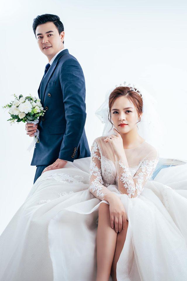 """Thu Quỳnh chia sẻ ảnh cưới, ai cũng bất ngờ về """"chú rể"""" - 1"""