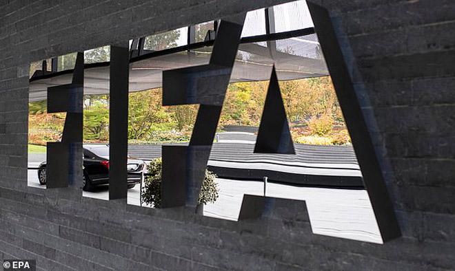 """Được FIFA & """"ông trùm"""" UEFA ủng hộ, Liverpool chờ nâng cúp Ngoại hạng Anh - 1"""
