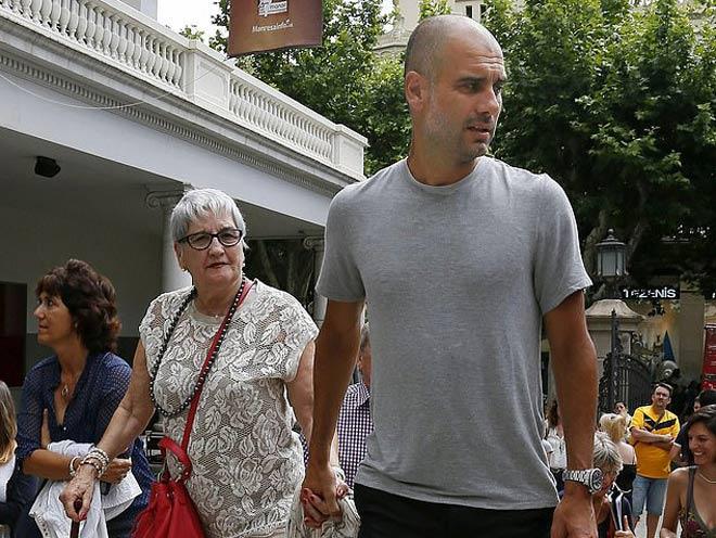 Pep Guardiola nhận tin cực sốc: Mẫu thân qua đời vì Covid-19 - 1