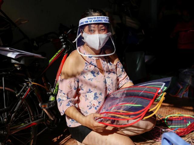Người bán mũ Việt lên báo nước ngoài vì hành động đẹp giữa dịch Covid-19