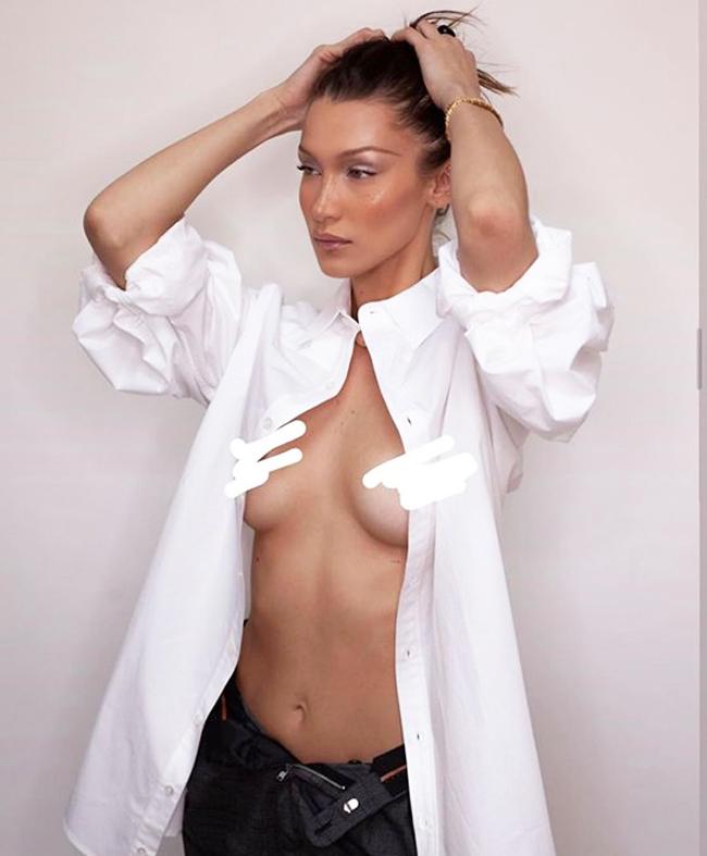 """Hay diện sơ mi buông hết cúc, khoe ngực trầntheo chủ nghĩa """"Free the nipple""""."""