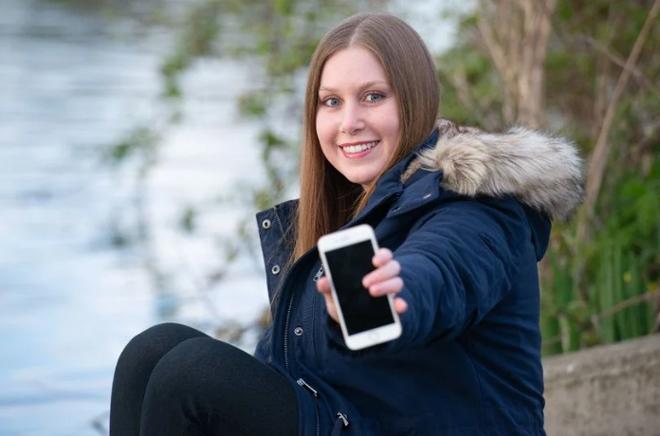 """iPhone 8 vẫn sống """"ngon"""" sau khi ngâm dưới sông 2 tháng - 1"""