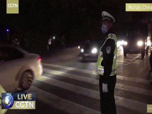 Vũ Hán chính thức dỡ lệnh phong tỏa, đoàn xe dài hàng km ùn ùn rời đi trong đêm