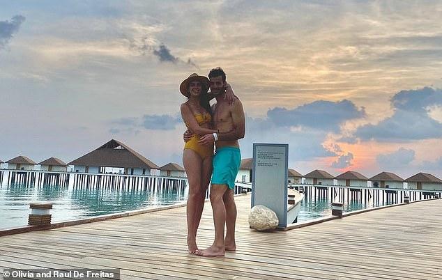 """Cặp đôi mới cưới """"mắc kẹt"""" khu nghỉ dưỡng xa xỉ ở Maldives - 1"""