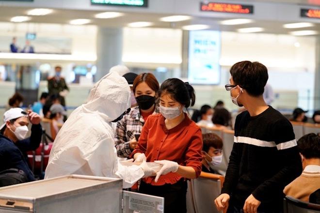 """Bộ Ngoại giao: """"Còn một vài công dân bị """"kẹt"""" tại sân bay nước ngoài"""" - 1"""