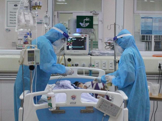 24 giờ trong tâm dịch của bác sĩ nơi tuyến đầu chống Covid-19