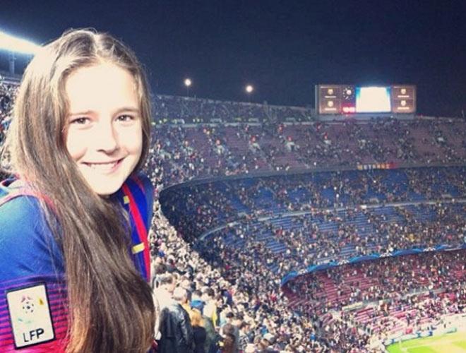 Tin thể thao HOT 10/4: Người đẹp đàn em Sharapova fan Barca trổ tài lạ - 1