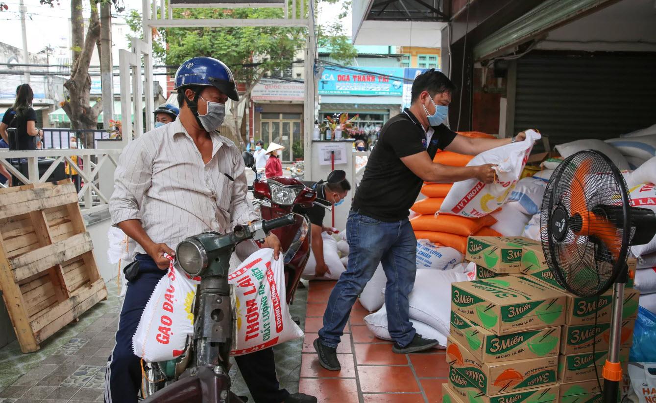 """[eMagazine] """"Bí mật"""" của Hoàng Tuấn Anh - ông chủ """"ATM gạo"""" từ thiện đình đám - 18"""