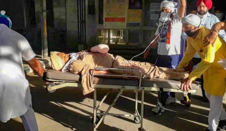 Đụng độ tại chốt kiểm dịch Covid-19, cảnh sát Ấn Độ bị chém đứt tay - 1