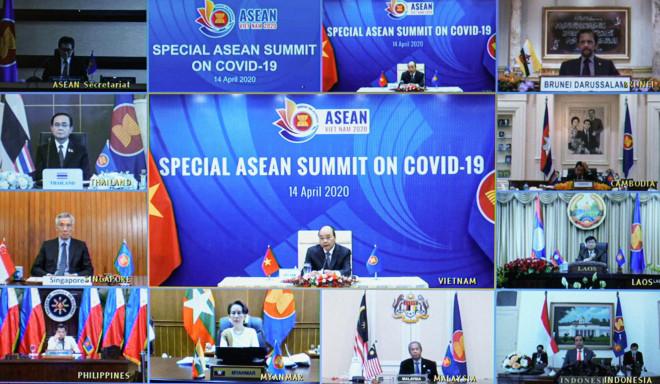 Cận cảnh Thủ tướng chủ trì Hội nghị cấp cao đặc biệt ứng phó Covid-19 - 1