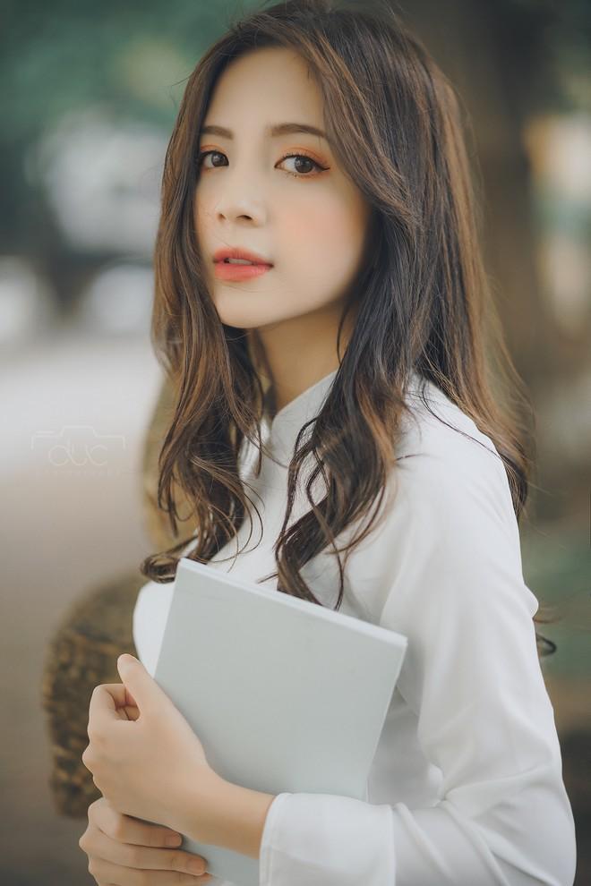 Cựu hot girl ĐH Sư phạm đẹp hút hồn trong tà áo dài trắng tinh khôi - 4