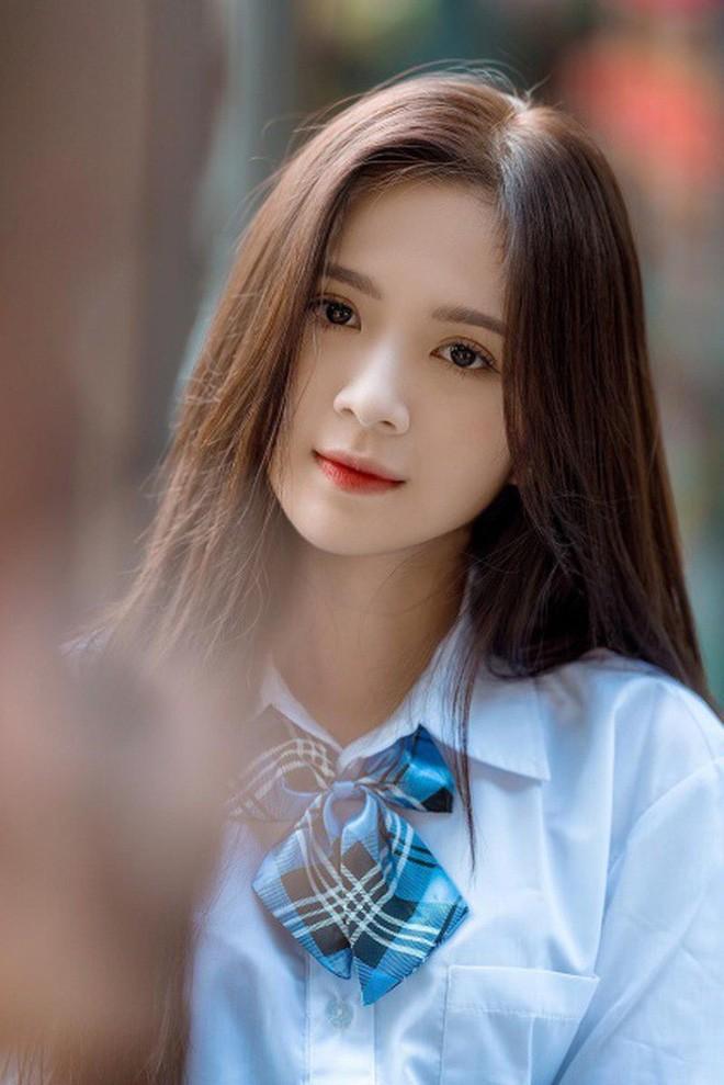 Cựu hot girl ĐH Sư phạm đẹp hút hồn trong tà áo dài trắng tinh khôi - 10