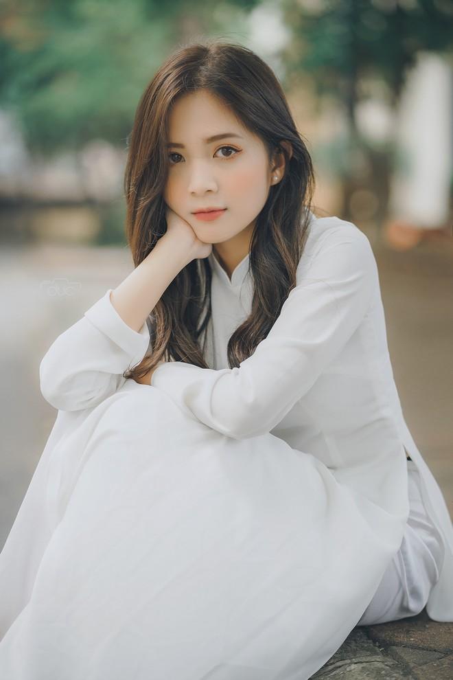 Cựu hot girl ĐH Sư phạm đẹp hút hồn trong tà áo dài trắng tinh khôi - 8