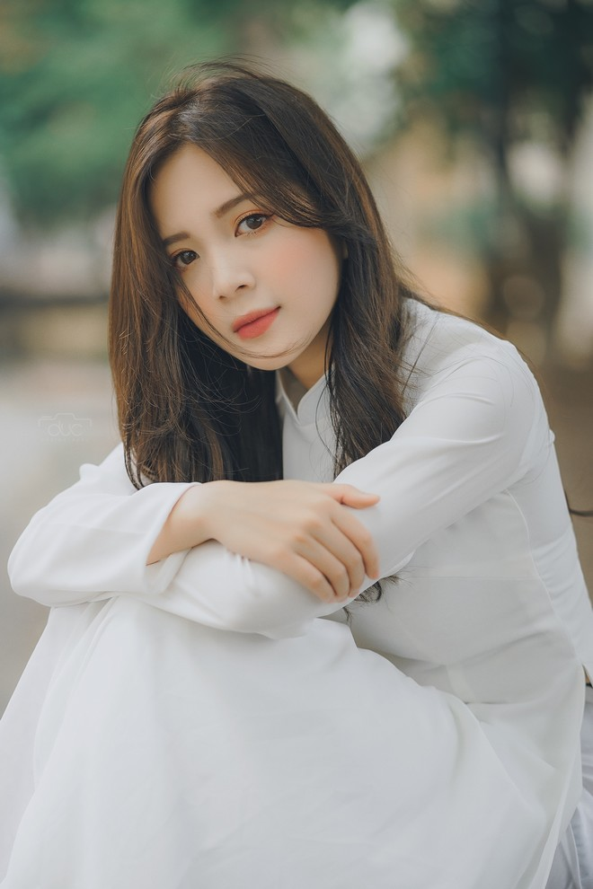 Cựu hot girl ĐH Sư phạm đẹp hút hồn trong tà áo dài trắng tinh khôi - 6