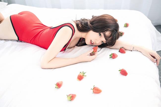 Sau 2 năm phấn đấu. Linh Ngọc Đàm gặt hái được thành công nhất định và giành được nhiều hợp đồng quảng cáo game, làm người mẫu cosplay. Cuối năm 2019, cô tham gia diễn xuất trong MV ca nhạc của hot girl Midu.