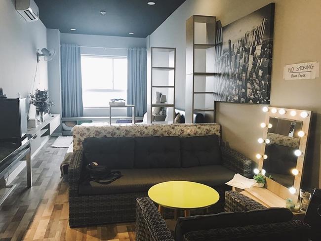 """Cả hai căn hộ đều được streamer 9X trang bị đầy đủ đồ đạc, tiện nghi hiện đại. Thậm chí, streamer Mimosa từng phải thốt lên về căn hộ của cô bạn đồng nghiệp rằng """"các bạn có thể sống với cả thế giới ở trong căn nhà đó cũng được""""."""