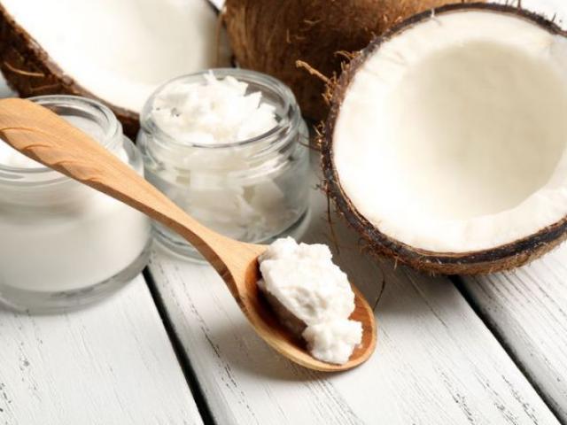 6 cách dưỡng da mịn, làm răng trắng không cần đánh nhờ dầu dừa