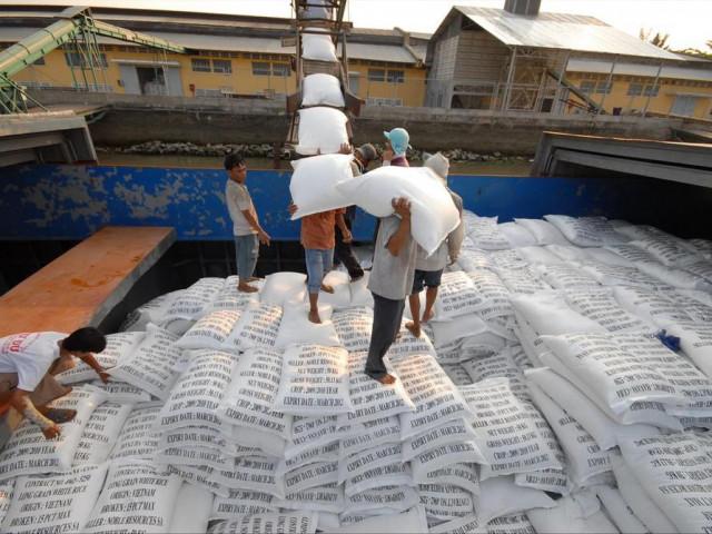 Lộ dấu hiệu bất thường vụ mở tờ khai xuất khẩu gạo lúc 0 giờ