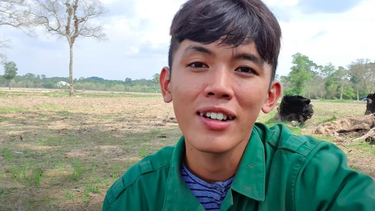 YouTuber phụ hồ bị tố giả nghèo, có cả đội ngũ quay phim phía sau: Sự thật bất ngờ - 1