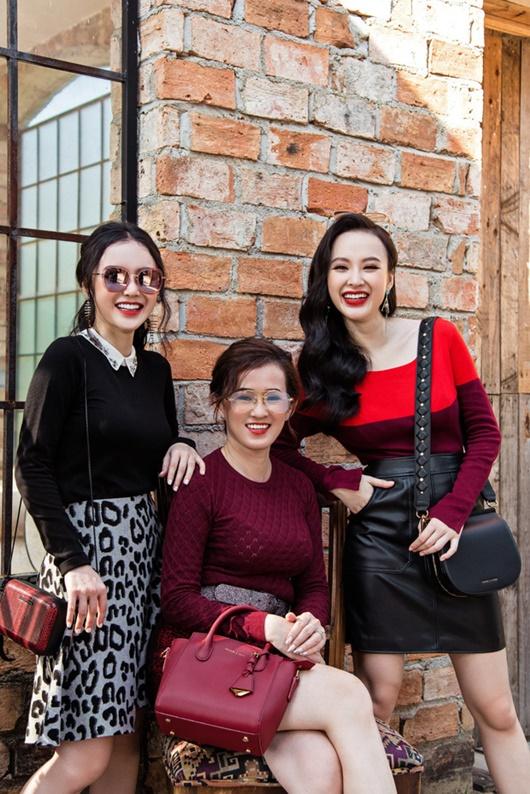 Nhan sắc U50 của người mẹ bán xôi bị lầm tưởng là chị gái Angela Phương Trinh - 1