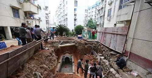 """Ngôi mộ cổ vừa khai quật chuyên gia đã hét lên """"phong tỏa ngay chỗ này"""" - 1"""