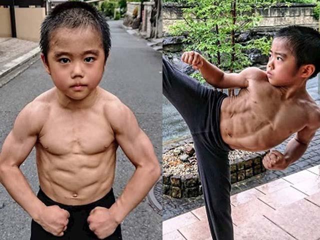 Lý Tiểu Long nhí: 10 tuổi đã có thân hình 6 múi, Chân Tử Đan cũng phải chào thua