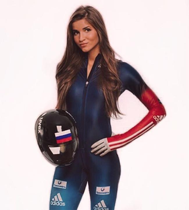 Yulia Kanakina là một nữ ngôi sao đang lên của thể thao Nga ở môn trượt băng nằm sấp.