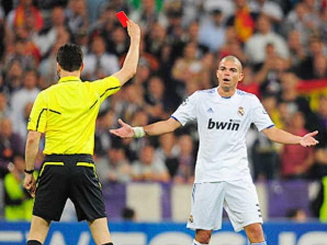 """""""Vua thẻ đỏ"""" Pepe 12 lần bị đuổi: Khoảnh khắc """"hóa điên"""" đáng sợ của hung thần"""